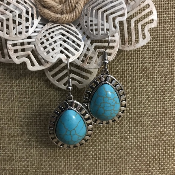 The Metal Daisy Jewelry - Faux Turquoise Fashion Earrings